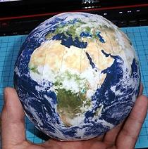 Papiermodell Planet Erde